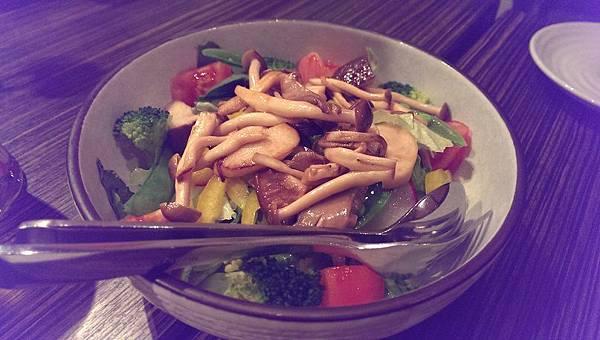 Spaghetti mushroom salad