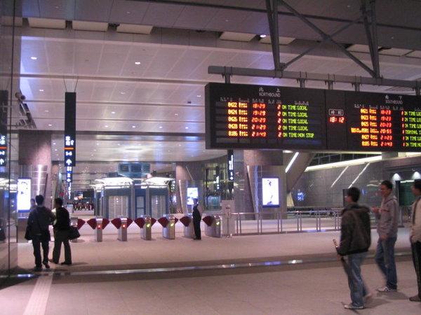 01-台中站大廳
