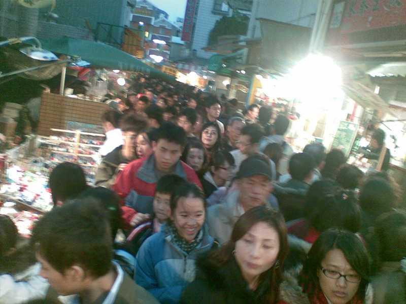 2009初二安平老街滿滿人1.jpg