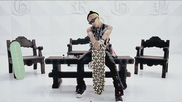 G-DRAGON - ONE OF A KIND M_V-1[11-40-01]