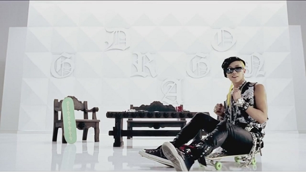 G-DRAGON - ONE OF A KIND M_V-1[11-42-52]
