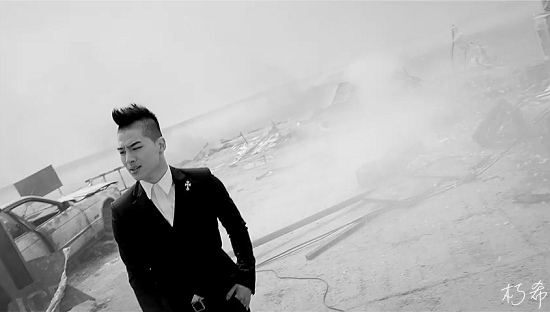 BIGBANG - LOVE SONG M_V (WORLD PREMIERE)[(003143)07-14-03].PNG