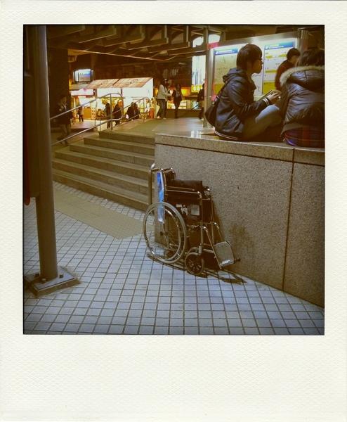 孤單的輪椅