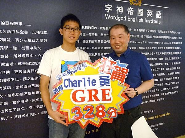 Charlie 黃與康老師合照-2.jpg