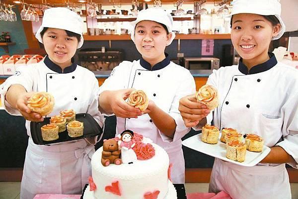 遠東科大生展創意 製麵包贈弱勢媽媽(新聞分享)
