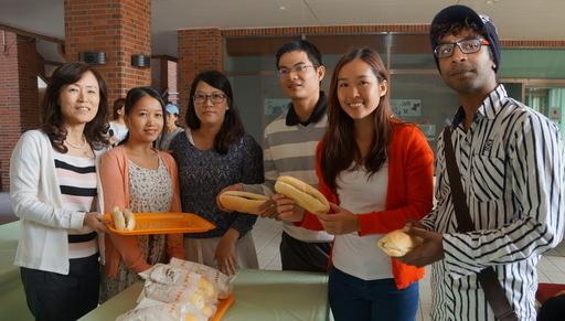 義賣越南麵包籌醫療費 成大蘇慧貞校長期許帶來漣漪、愛心擴散