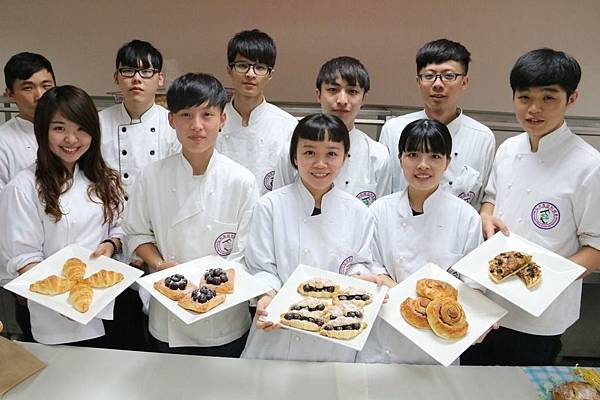 弘光烘焙畢業成果展 巴黎鐵塔麵包吸睛2