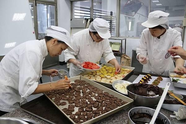 弘光烘焙畢業成果展 巴黎鐵塔麵包吸睛(新聞分享)