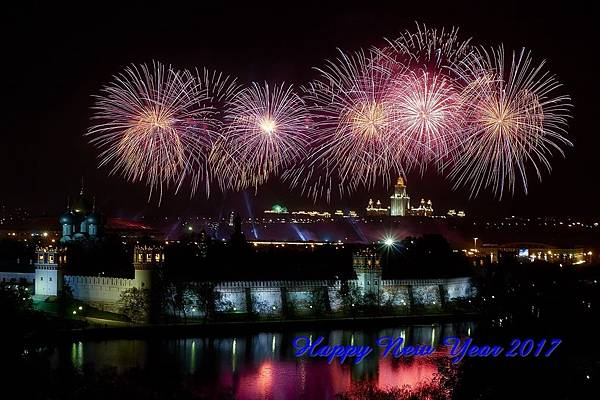 fireworks-victory-day-moscow-russia-1_S