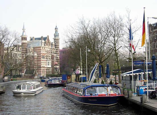 Canal AmsterdamSingelgracht_Netherlands_02.jpg