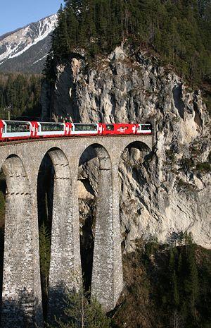 RhaetianRailway_SwissItaly_02.jpg