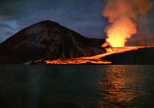 Surtsey_Iceland_07_1963.jpg