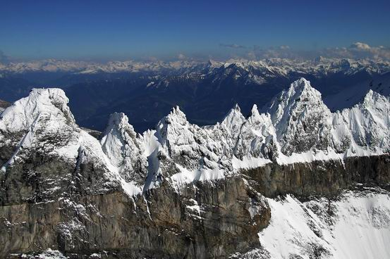 TectonicArenaSardona_Swiss_01S.jpg