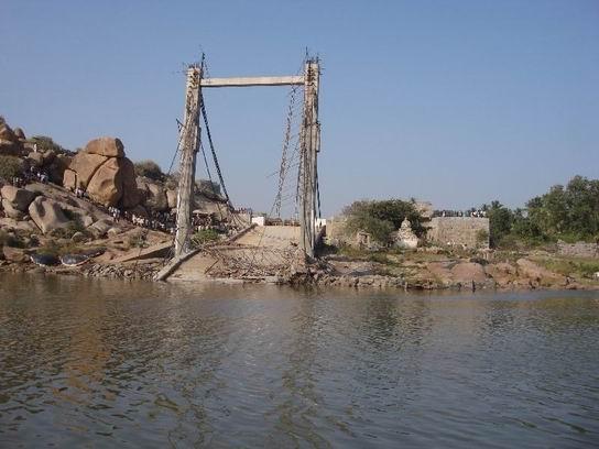 Hampi_India_BridgeCollapsed01.jpg