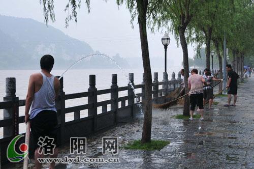 2010726洛陽暴雨龍門石窟關閉.jpg