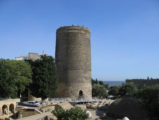 Baku_Azerbaijan_MaidenTower_01.jpg
