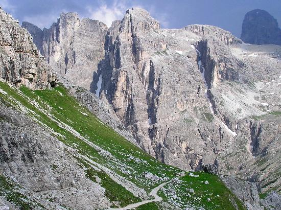 Dolomits_Italy_01.jpg