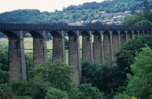 Pontcysyllte_AqueductCanal_UK_02.jpg
