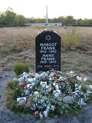 Diary_Anne-Frank-Netherlands_03.jpg