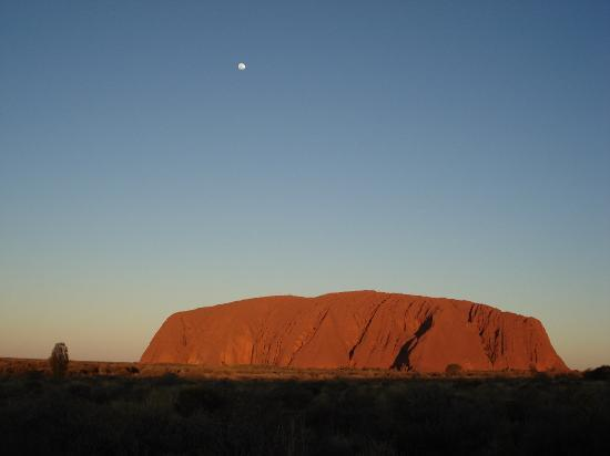 Uluru-kata-Tjuta_Australia_01.jpg