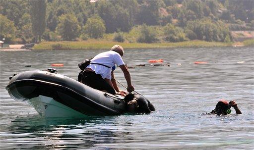 馬其頓世界遺產地遊船失事090906c.jpg