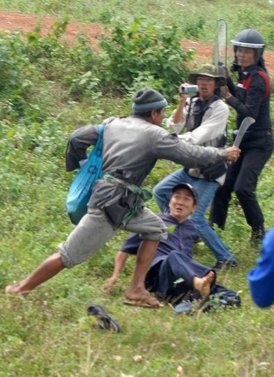 極端民族主義者泰緬邊界鬧事090921.jpg