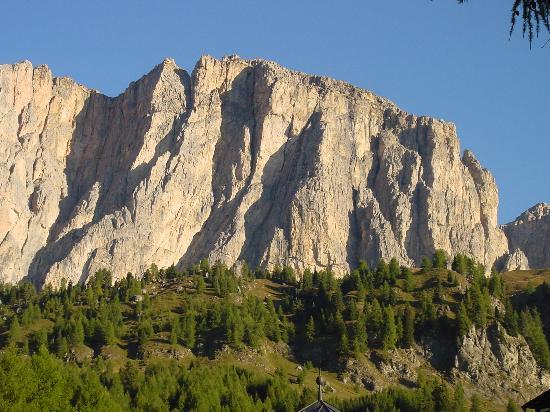 Dolomits_Italy_03.jpg