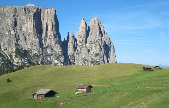 Dolomits_Italy_04.jpg