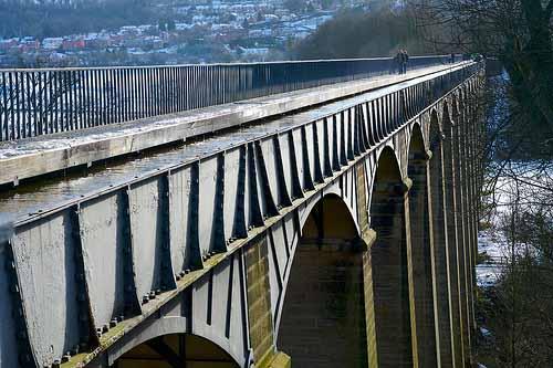 Pontcysyllte_AqueductCanal_UK_05.jpg