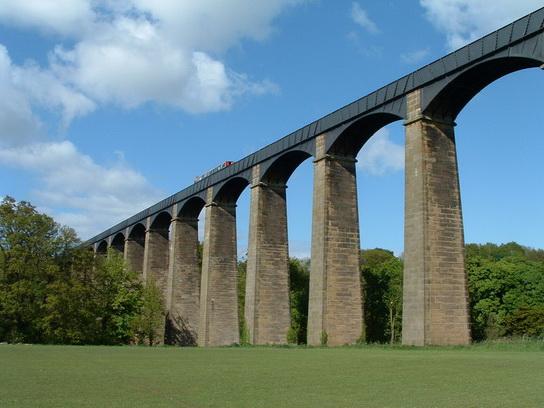 Pontcysyllte_AqueductCanal_UK_10.jpg