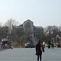 好漂亮的大學,是開放式的校園