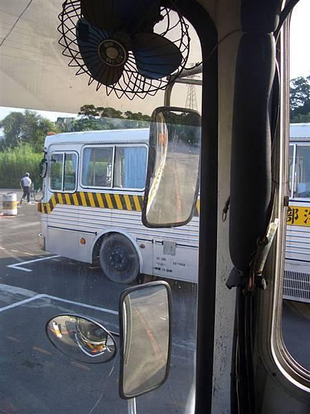 右後照鏡與車頭鏡