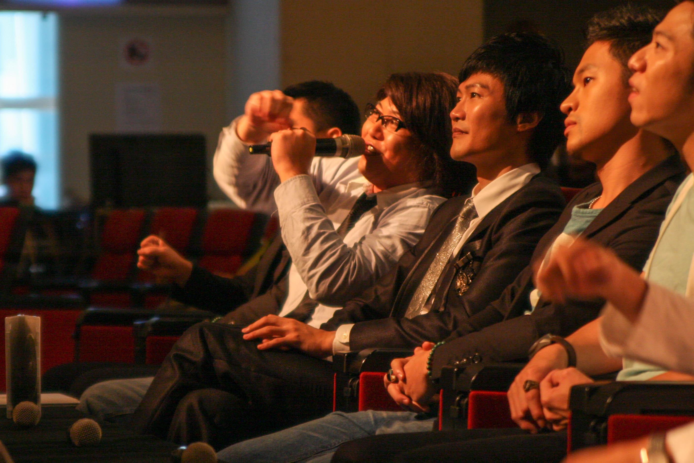 超級模王大道六強更是擔任KUSO評審團,添增不少笑果