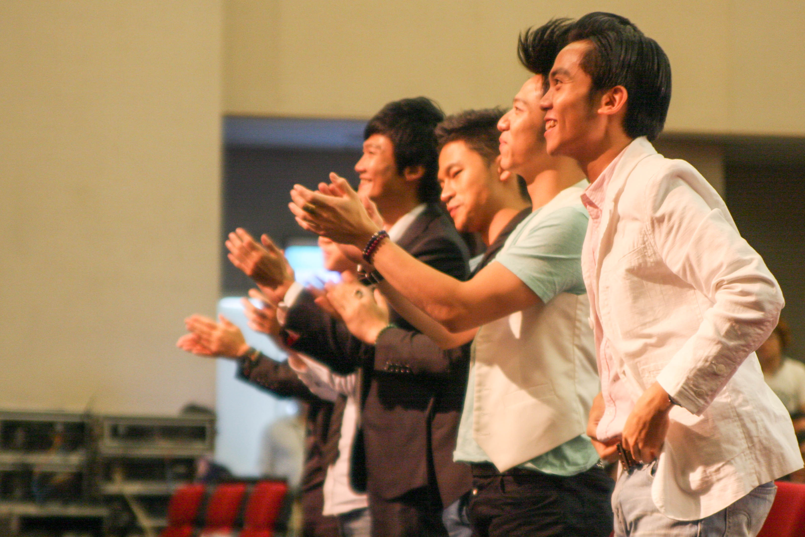 賴淞鳳的演唱讓模王評審團全體起立鼓掌