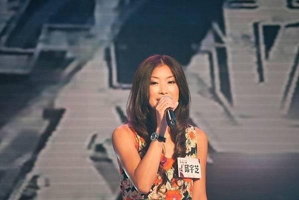 演唱「返來阮身邊」的邱宇芝 被阿祥老師評論表演低級!?