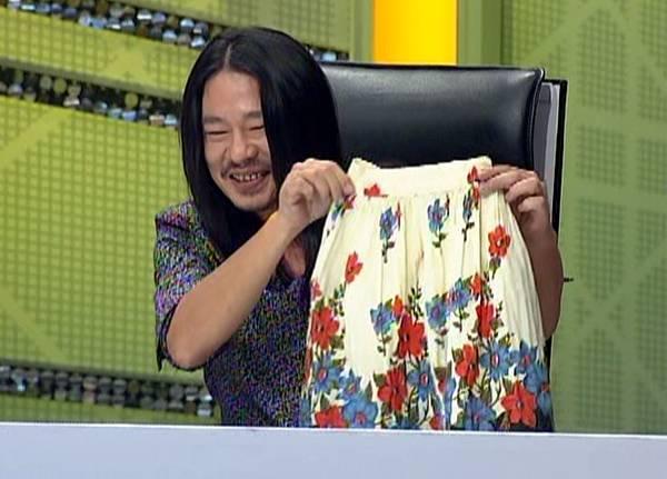 阿翔老師展是鄭心慈外婆織的裙子