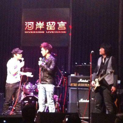 唷~華星二班情歌王子林欣甫到音樂武俠趙傳傳哥的演唱會當嘉賓囉!!!真是太棒了!!!大家要一起支持傳哥和幸福哥喔~~~耶!!!