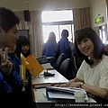 到台灣鹿港高中演講後的簽名活動