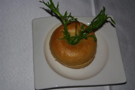 佐餐麪包是一枚柔軟的小貝果
