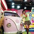 棚內可愛的Hello Kitty車