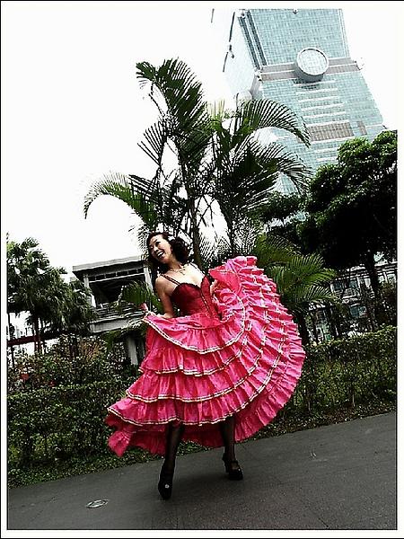 Paris Hilton 的Can Can紅磨坊女香是甜美花菓香