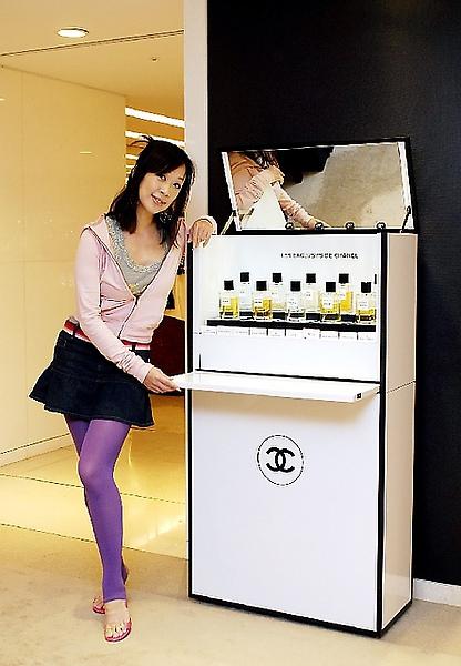 香娜應Chanel之邀,為Les Exclusifs香水系列試香
