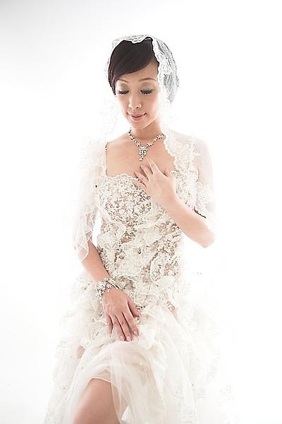 香娜為赫本婚紗拍照