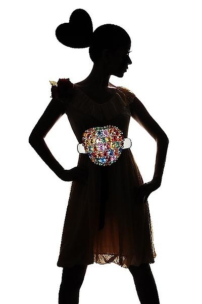 哈哈~原來是為了一幀珠寶廣告的設計圖樣