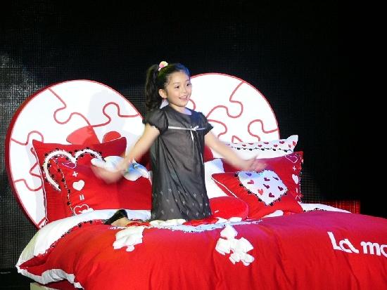 這位可愛的小女孩觸動了Shenna的回憶