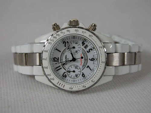 Chanel香奈兒 今年最流行的女錶之一圖為男表.jpg