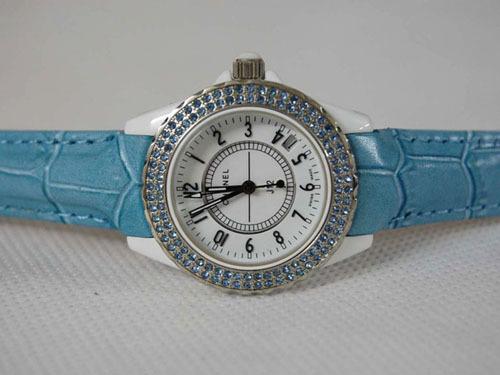 Chanel香奈兒 真皮錶帶 藍色女款 外圈鑲粉鑽.jpg