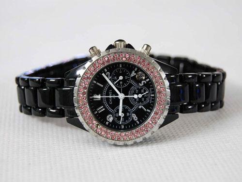 Chanel香奈兒外圈鑲紅水鑽 6針時尚款式1.jpg