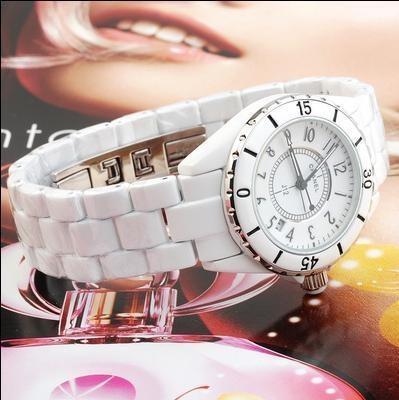 Chanel香奈兒瑞士石英機芯帶曆藍寶石鏡面陶瓷腕表(黑白)1.jpg