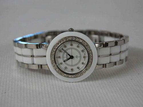 Chanel香奈兒鑽釘 時尚手錶J12.jpg